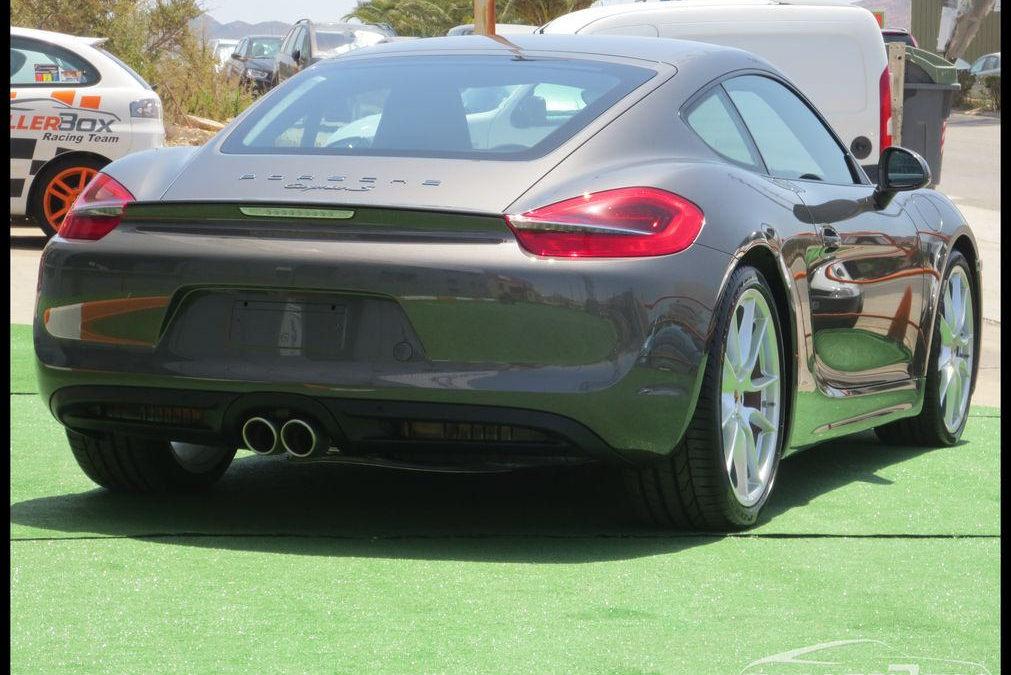 Detallado coche nuevo Porsche Cayman S