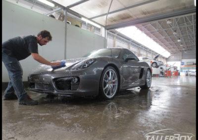 Detallado coche nuevo Porsche
