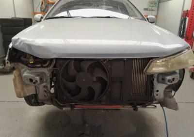 Peugeot 406 en reparación