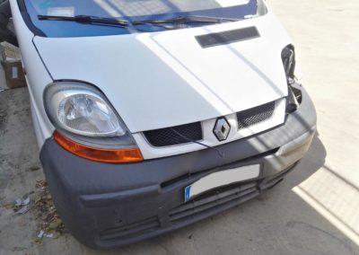 Golpe frontal Renault Traffic