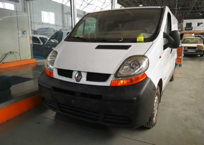 Renault Traffic reparada tras siniestro total