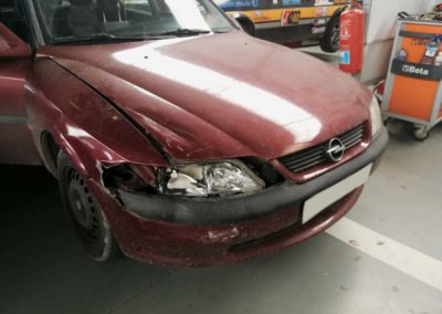 Opel Vectra - golpe frontal