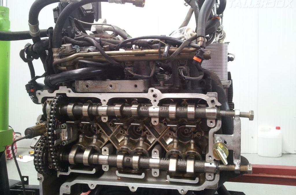 Extracción motor Porsche 911 para sustitución IMS y otras tareas