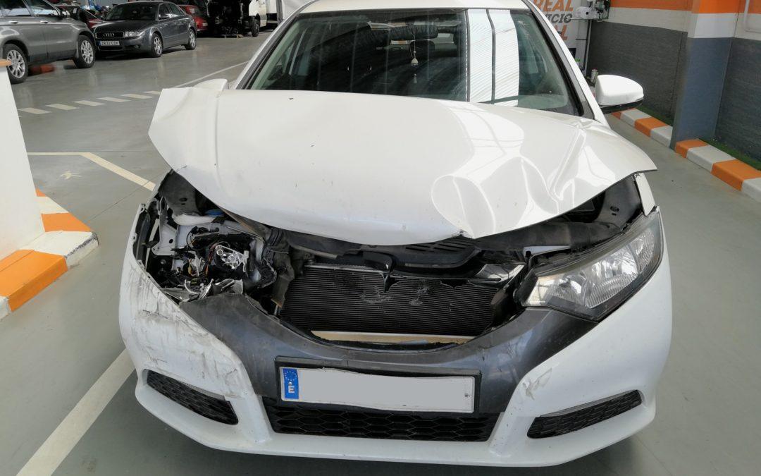 ¿Cómo puedo calcular el valor venal y el valor de mercado de mi coche?